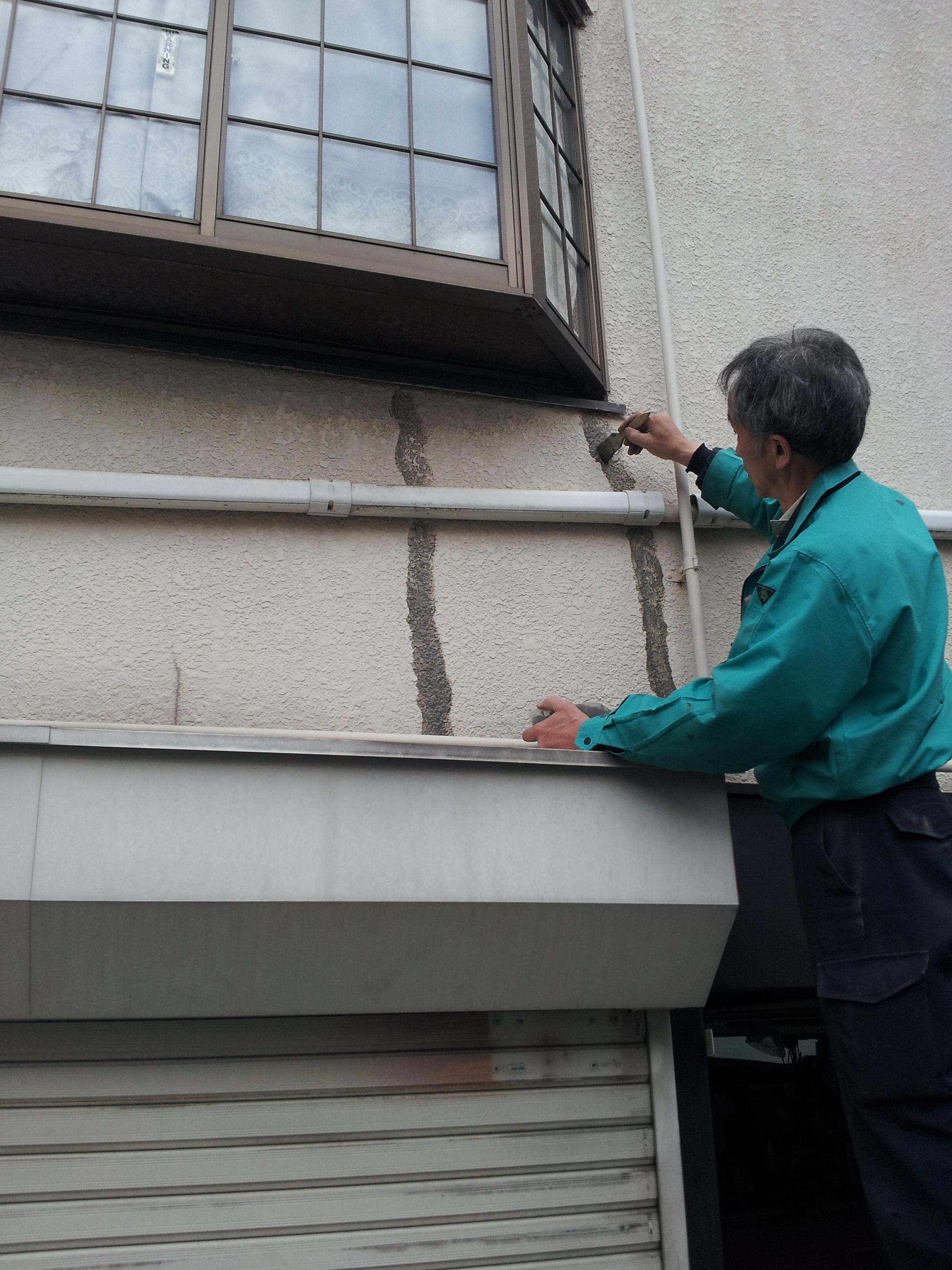 外壁クラック(ヒビ)補修工事